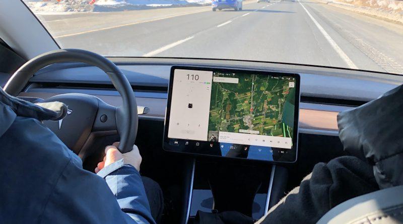 Tesla annonce le prix mensuel de la connexion Premium