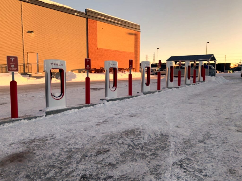 Supercharger Chicoutimi Metro Model 3 Quebec Tesla